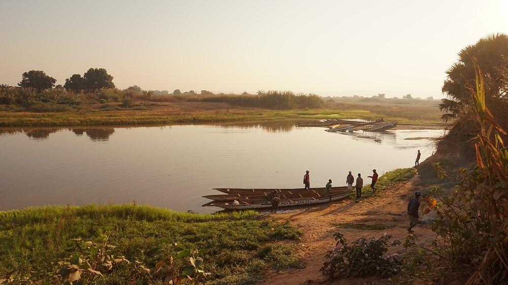 miandrivazo Tsiribihina en pirogue