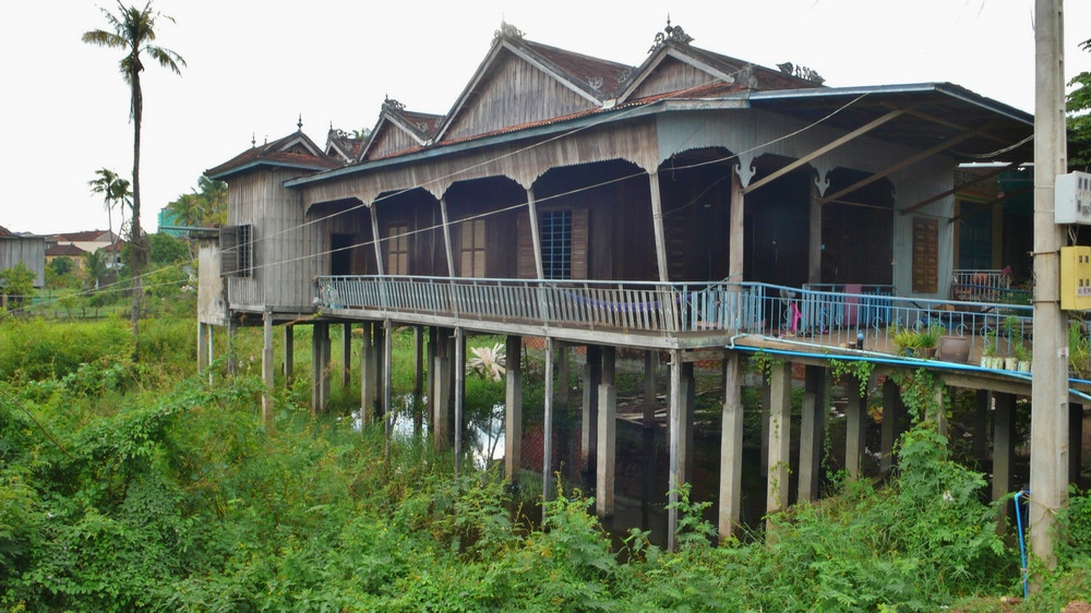 maison tordue Kratie Cambodge