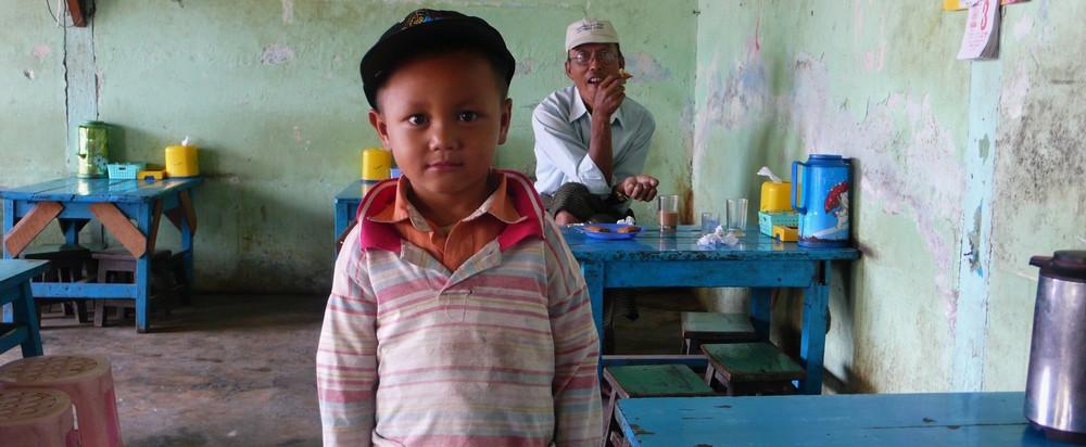 Nyaung Shwe en Birmanie café
