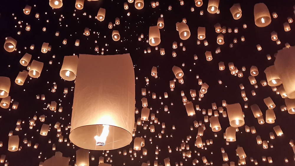 signification des lanternes du festival Yi Peng