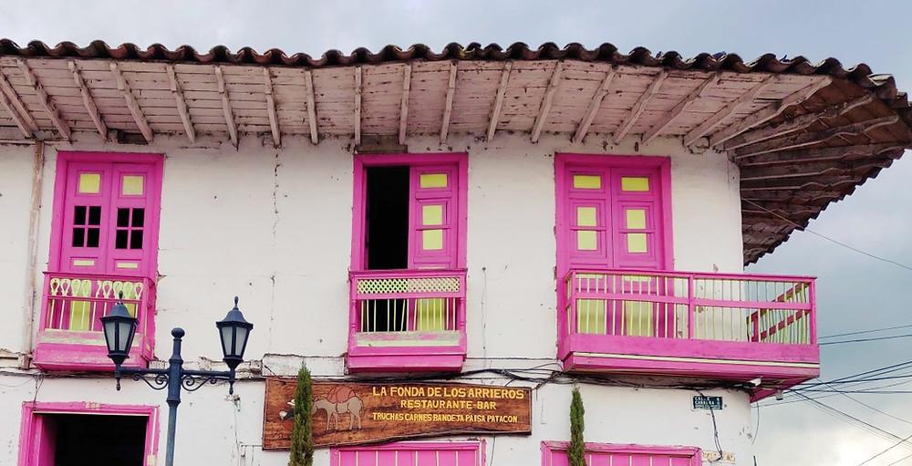 Maison rose Salento en Colombie
