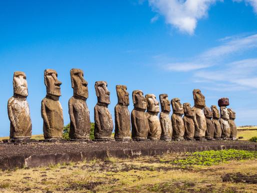 Les statues Moaï de l'île de Pâques, en Polynésie