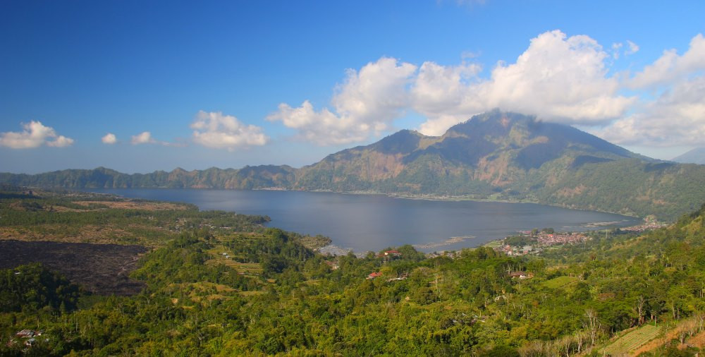 vue sur le mont et le lac Batur