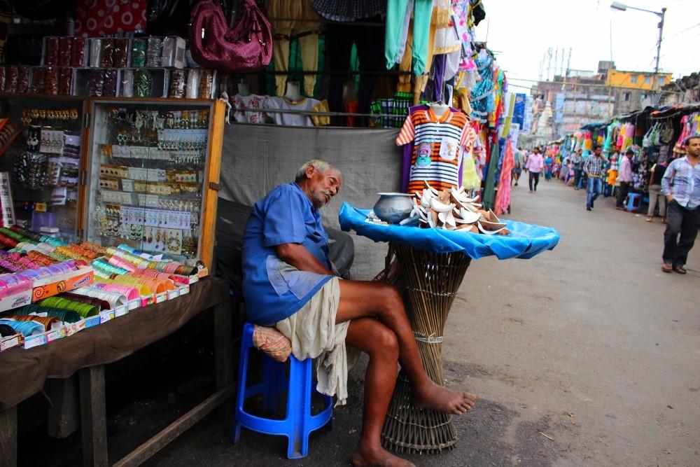 commerçant endormi à Kolkata
