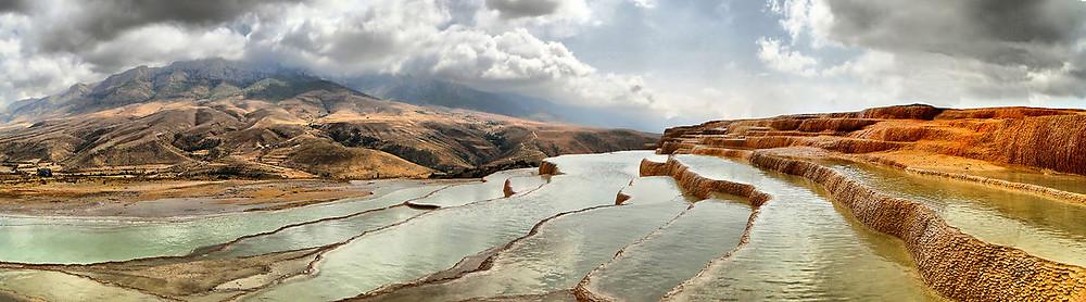 Badab-e Surt en Iran ciel nuageux