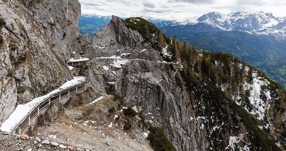 escaliers grotte de glace Eisriesenwelt en Autriche
