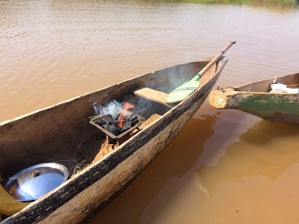 Tsiribihina déjeuner sur la pirogue