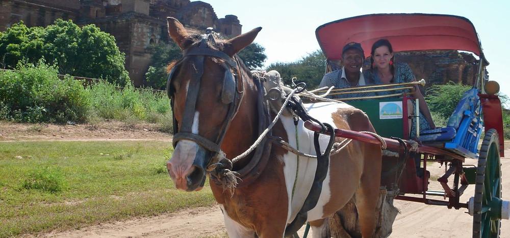 Bagan en calèche Myanmar voyage