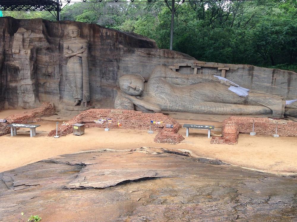 Polonnaruwa bouddha allongé