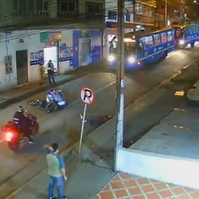 Mujer fue doblemente arrollada en una vía de Bogotá