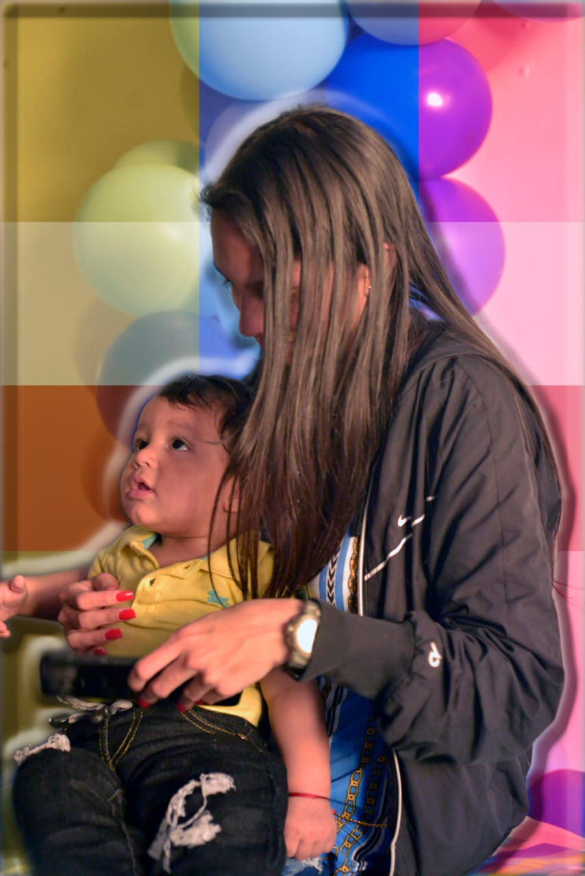 """""""Mi hijo es mi vida. Por él quiero tener fuerzas y poder estudiar para surgir en Colombia y ayudar a mi país"""""""