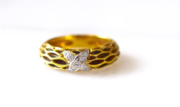 18K Gold X Design Diamond Band