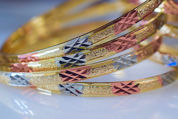 Plaid Design Tricolor Gold Plated 7 Bangle Set
