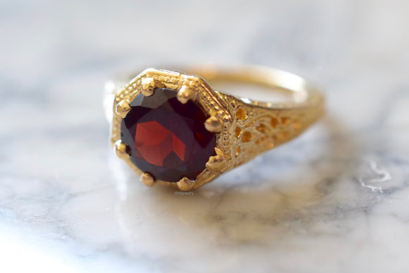 Vintage Style 14K Yellow Gold Garnet Ring