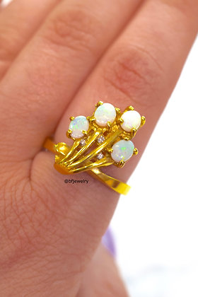 New Vintage 14K Gold and Opal And Diamond Ring