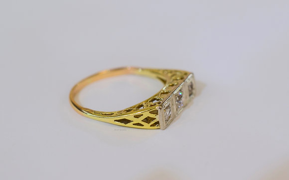 Vintage Tricolor 14K Gold 3 Stone Diamond Ring