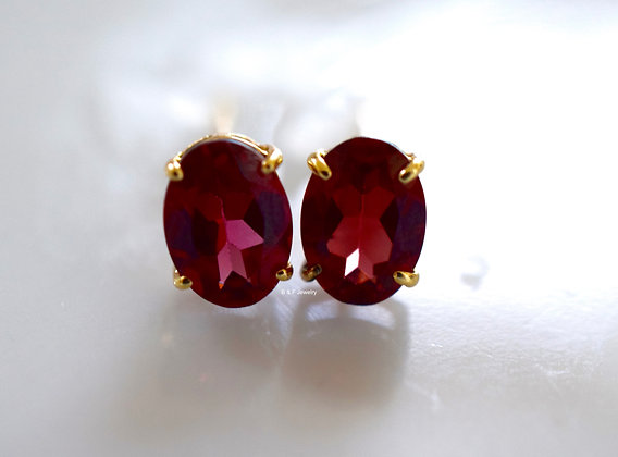 14K Yellow Gold Oval Garnet Stud Earrings