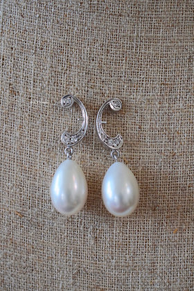 Vintage Style 14K White Gold Pearl And Diamond Dangle Earrings