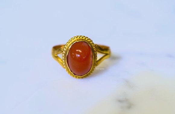 Vintage 18K Gold Oval Agate Ring