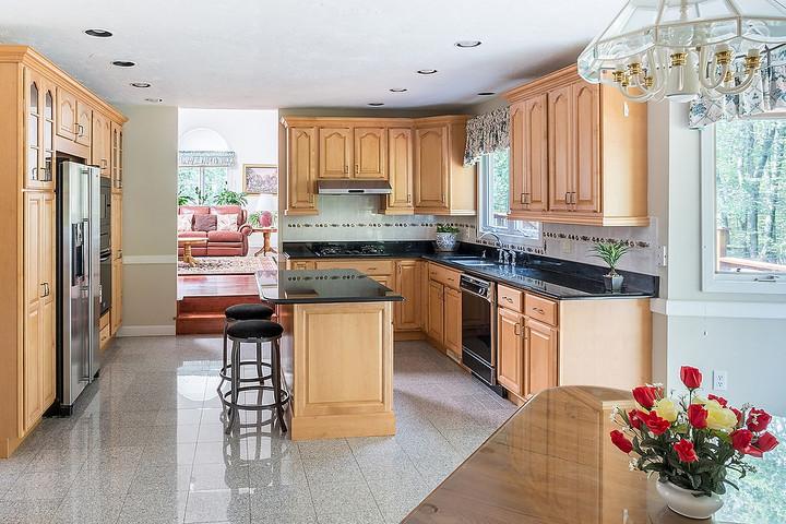 05-9-Drake-Circle-Sharon-kitchen-KB.JPG