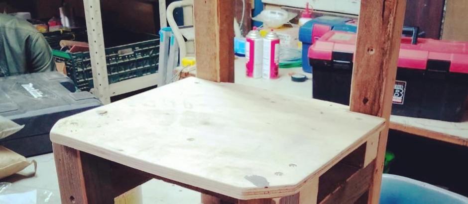 「価値の共有 Old Wood Chair」