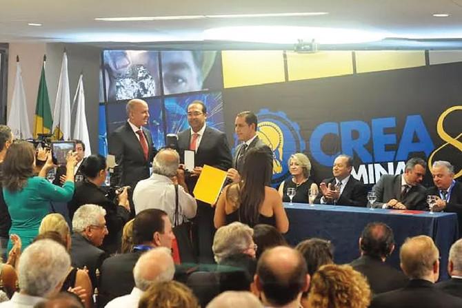 Árbitro do CEBRAMAR, Dr. Francisco Maia, recebe comenda nos 80 anos da OAB/MG