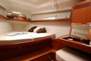 Forward cabin V-berth