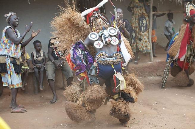 DANSEUR-TRADITIONNEL_afrique.jpg