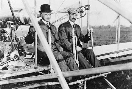 ライト兄弟 飛行機に乗る 空を飛べるのか 1800年代の服装