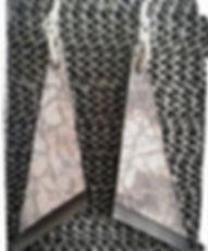 orecchini in pelle grigia e nera.jpg