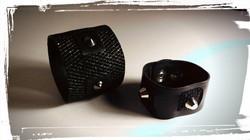 bracciali in morbida pelle nera con inserti in pelle-lurex e  borchie 1