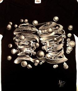 T Shirt disegnata e dipinta a mano, su commissione, spedizioe a domicilio. T Shirt disegnata e dipinta a mano, su commissione. Handpainted T Shirt, with fabric colors , on commission