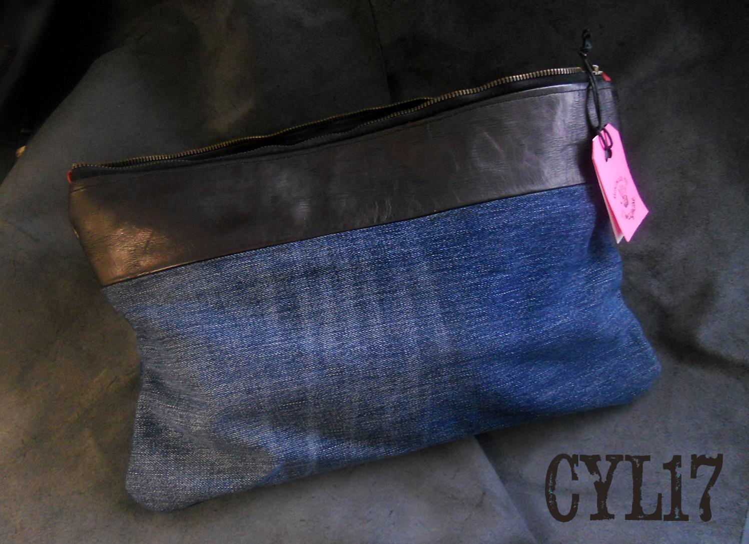 Clutch bag in jeans