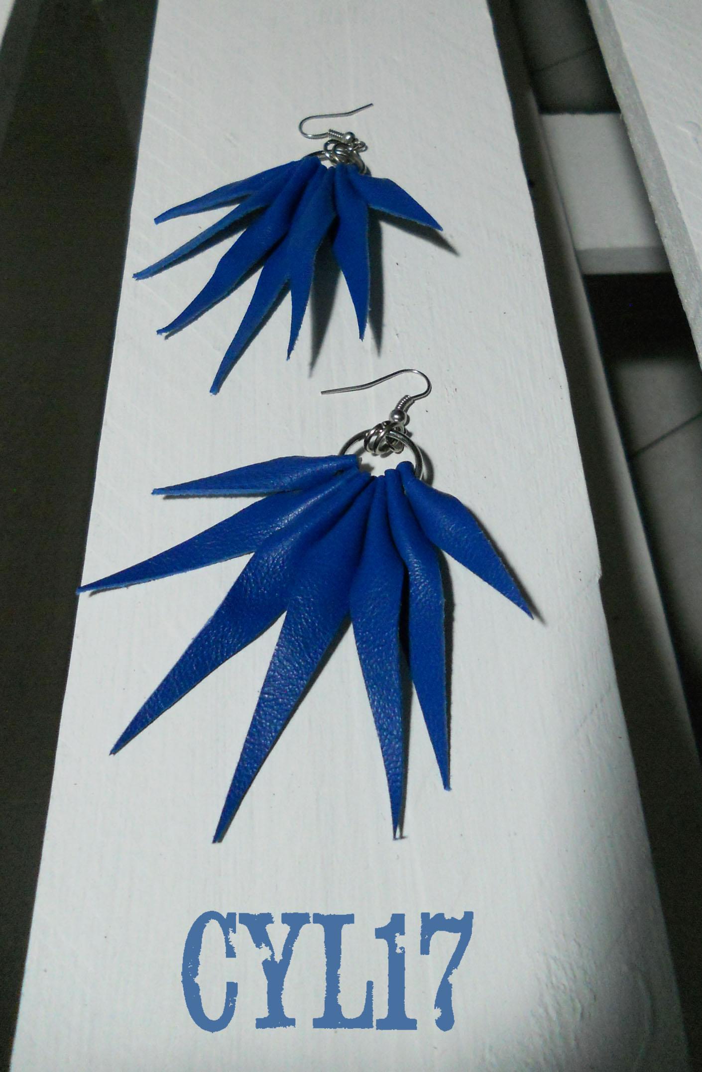 orecchini boho in pelle blu elettrico