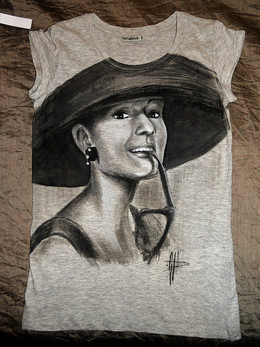 Audrey Hepbourne T Shirt disegnata e dip