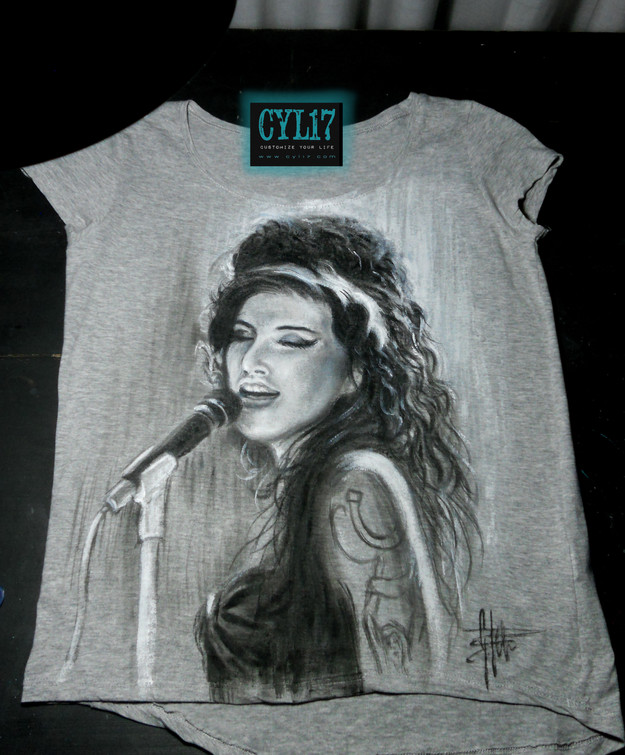 Amy Winehouse_Handpainted T Shirt