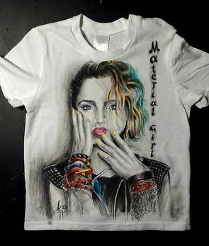 Madonna T Shirt disegnata e dipinta a ma
