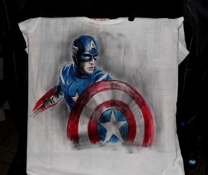 Capitan America T Shirt disegnata e dipi
