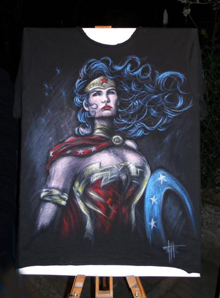 T Shirt Wonder Woman , disegnata e dipin