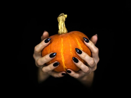 10 Spooky Halloween Outfit & Nail Ideas For 2020