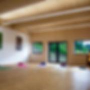 Seminarraum_mit_Yogamatten_gute_Auflösun