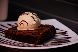 ScopeOfIceCreamOnBrownie