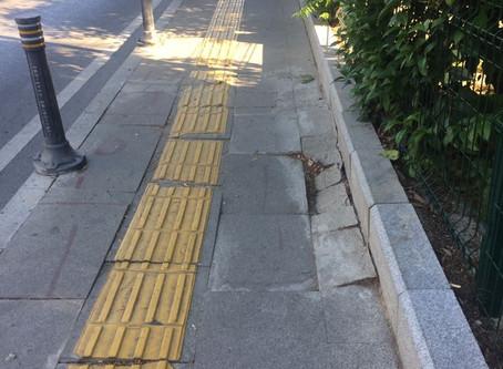 Güneş Sokak'ta çöken kaldırım yaptırıldı
