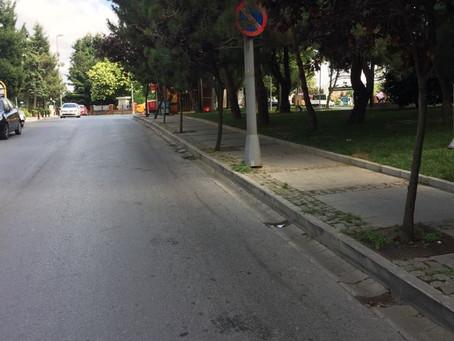 Faruk Nafiz Çamlıbel Sokağı'nda tek taraflı park yapılmaz tabelası kondu