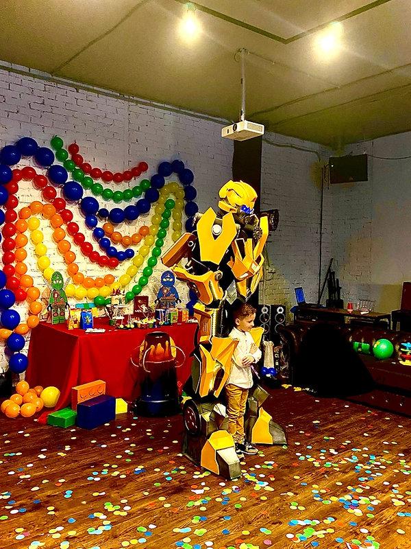 шоу роботов трансформеров