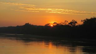 Puesta del sol Rio Tambopata
