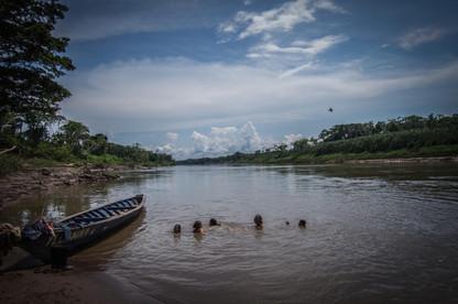Baño en el Rio Tambopata