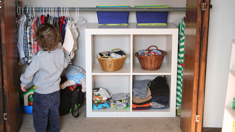 dressing enfant montessori chambre enfant autonomie mims architecte