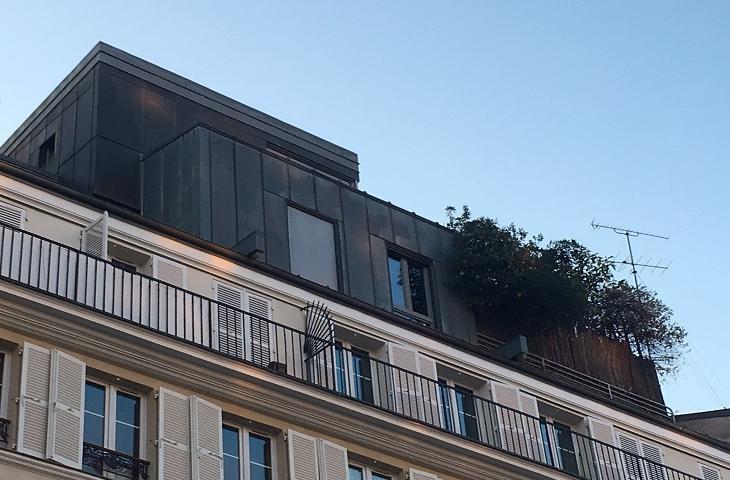 Surélévation de toiture sur un immeuble parisien