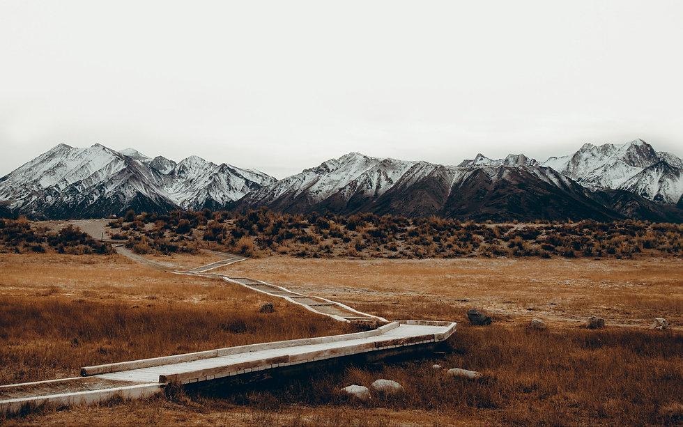 mountains_trail_grass_sky_119900_3840x24